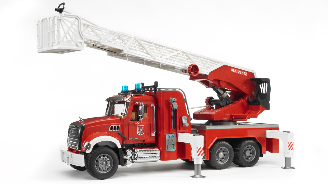 Bruder #02821 MACK Granite Fire Engine with Water Pump! NEW! #2821